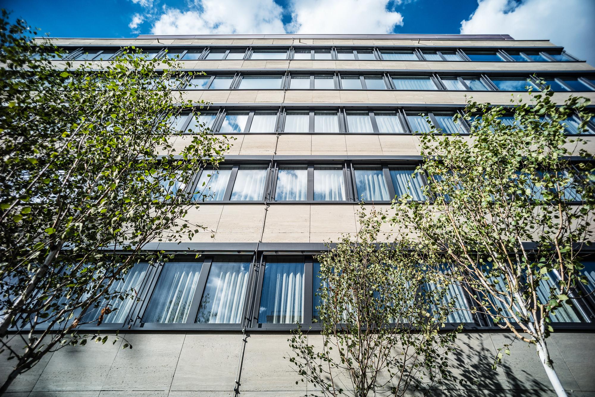 Tolle hotel goldene uhr weingarten schmuck website for Design hotel franken